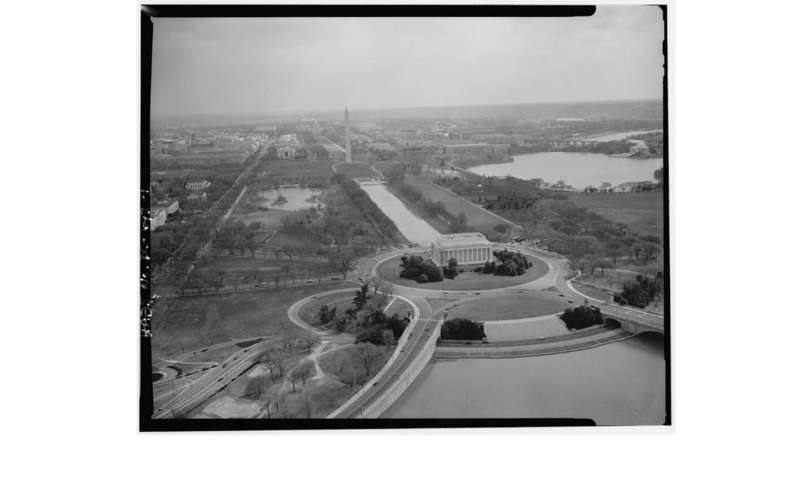 1. AERIAL VIEW LOOKING SOUTHEAST FROM ABOVE THE POTOMAC RIVER OVER THE LINCOLN MEMORIAL, THE REFLECTING POOL AND TIDAL BASIN. - West Potomac Park, Washington, District of Columbia, DC