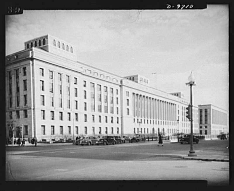 War workers. Social activities. The south building of the Department of Agriculture, Washington, D.C.